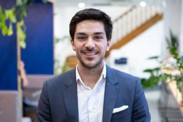 Dans Stratégies, Vincent Luciani, co-CEO d'Artefact, explique que les entreprises consumer-centric sont celles qui s'en sortent.